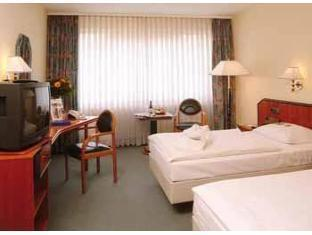 Delta Park Traveler Hotels