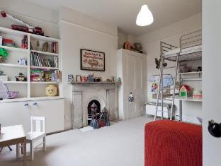 Highbury by onefinestay