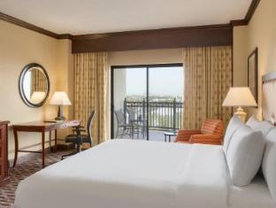 room of Hilton Phoenix Airport Hotel