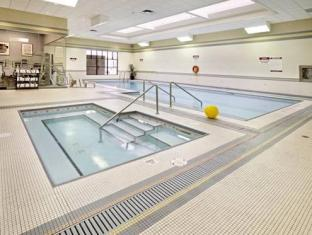 Clarion Hotel And Conference Centre Calgary (AB) - Swimming Pool