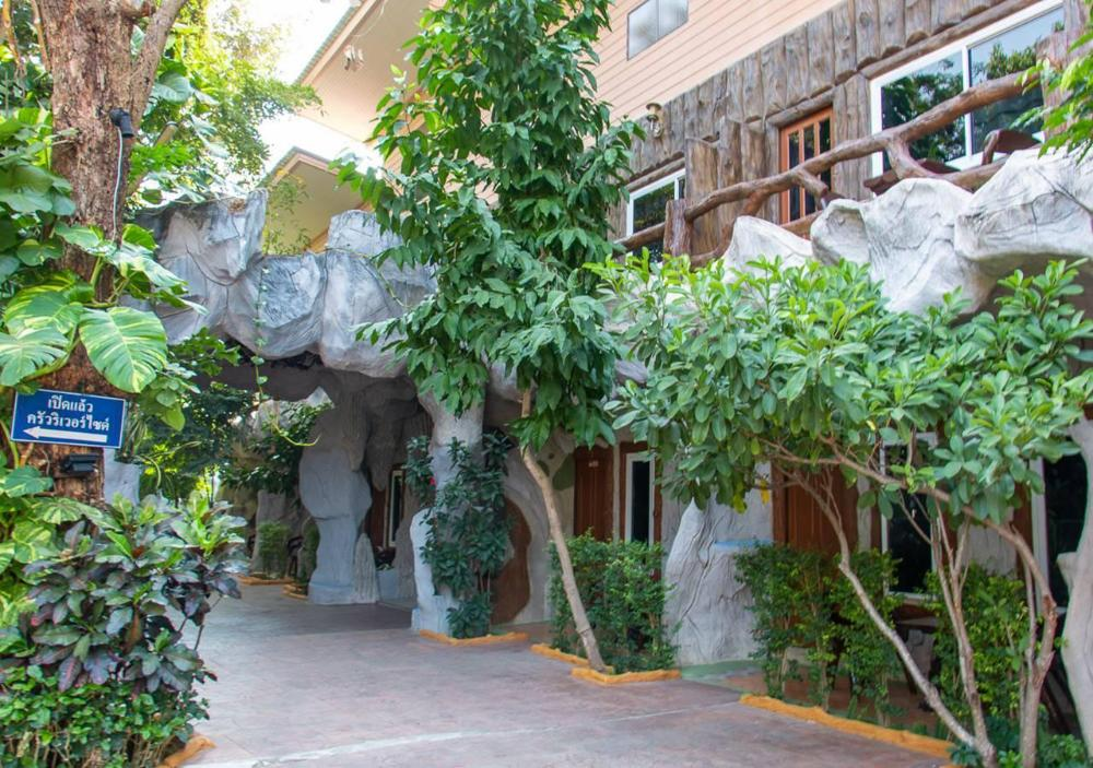 Suwanna Riverside Resort