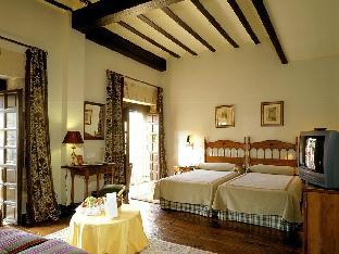 book Santillana del Mar hotels in Cantabria without creditcard