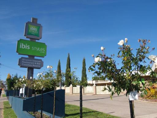 Best guest rating in Orange ➦ Central Caleula Motor Lodge takes PayPal