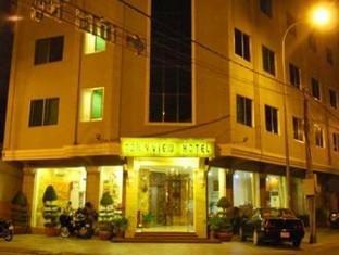 Town View Hotel Phnom Penh - Hotel at night time