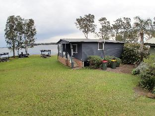 Dungowan Waterfront Accommodation PayPal Hotel Jervis Bay