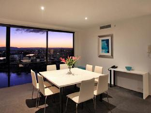 Review Holiday Holiday Surfers Paradise Apartments Gold Coast AU