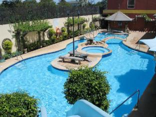Crown Regency Suites And Residences - Mactan Cebu City - Pool