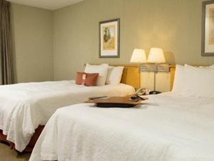 booking.com Hampton Inn And Suites Airport