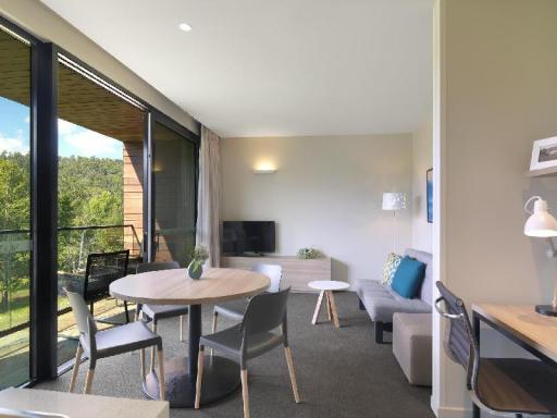 ➦  TFE Hotels    (Victoria) customer rating