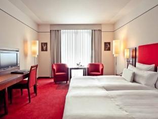 Melia Berlin Hotel guestroom junior suite