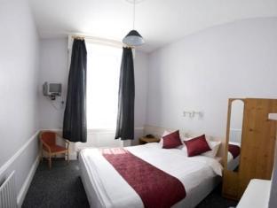 Barrys Hotel