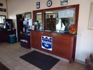 Knights Inn - Martinsburg, WV