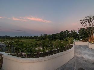 Jalan Wenara Wana (formerly Jalan Monkey Forest).