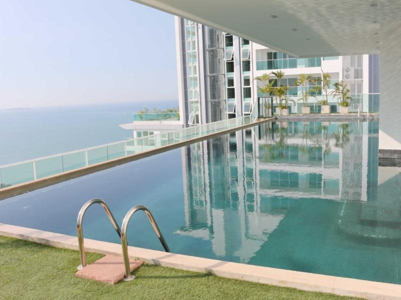 เดอะ วิว โคซี่ บีช คอนโดมีเนียม (The View Cozy Beach Condominium)