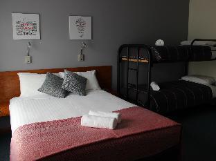 105 On The Park Motel guestroom junior suite