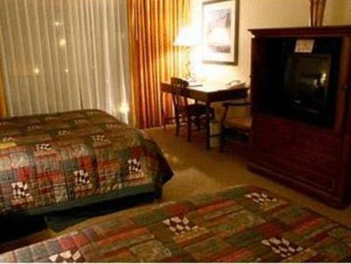➦  Hilton Worldwide    (Montana) customer rating