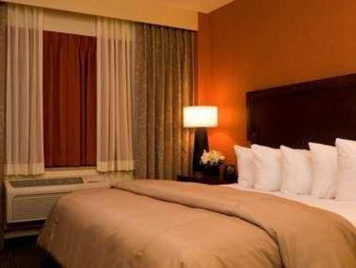 ➦  Hilton Worldwide    (Maine) customer rating