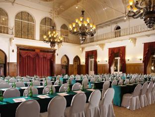 Hotel Majapahit Surabaya - Bálterem