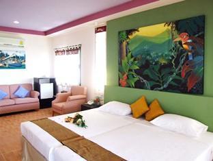 Kohngai Cliff Beach Resort guestroom junior suite