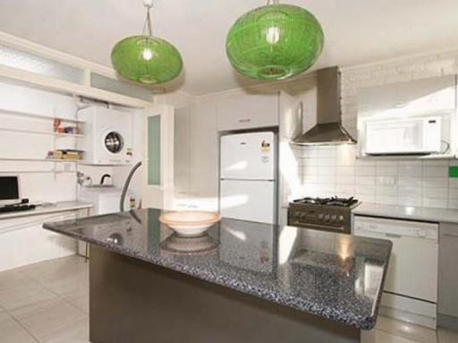 Best guest rating in Hawthorn ➦ 15 Lisson Grove Holiday Rental takes PayPal