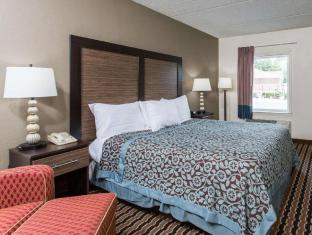 Days Inn & Suites by Wyndham Forest City