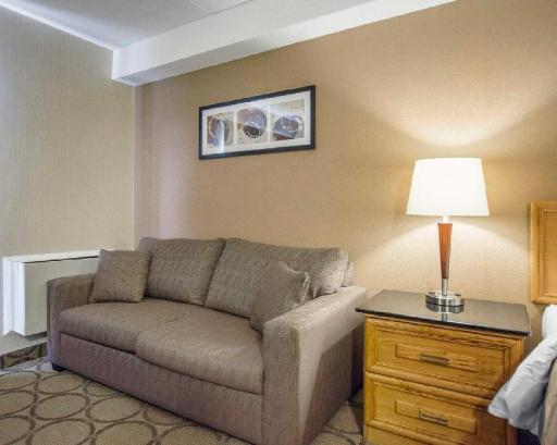 Best PayPal Hotel in ➦ Amherst (NS):