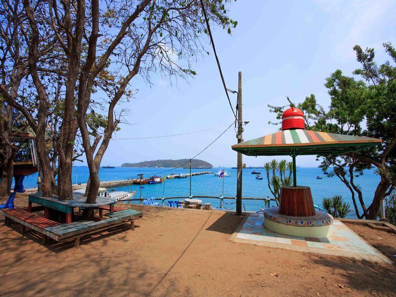 Koh Sichang Rimtalay Resort,เกาะสีชัง ริมทะเล รีสอร์ต