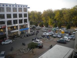 Hotel Midway Residency - Gandhinagar