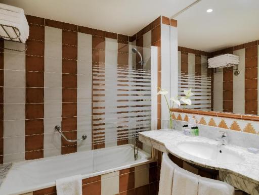 ➦  H10 Hotels    customer rating