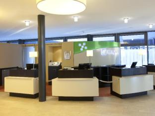 Holiday Inn Berlin Airport Conference Centre Берлин - Лобби
