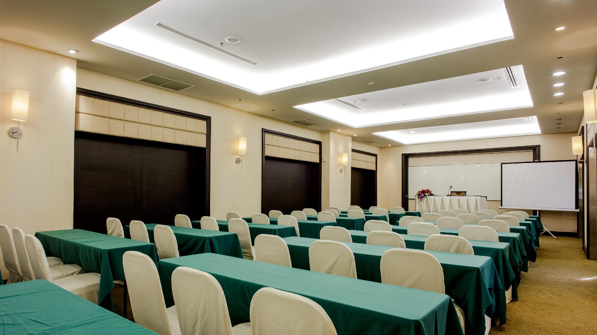 โรงแรม เดอะ ไดนาสตี้ กรุงเทพฯ