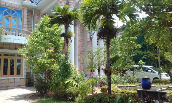 Christian Garden House