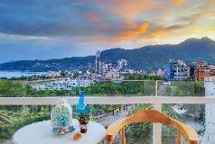 Designer's Dameisha Duplex Vacation Apartment, Shenzhen