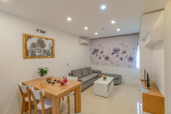 Tom Apartment 4