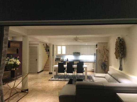Beautiful villa with stunning views & housekeeper