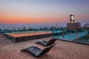 %name Oceans Reach | Luxury 35 BR Pool Resort by Beach พัทยา