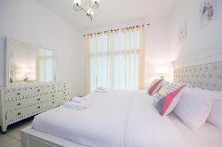 Luxury 2 Bedroom Apartment Al Fahad Tower 2 - image 2