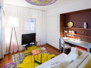 J Plus Hotel by YOO Hong Kong - Sunshine Yellow Studio