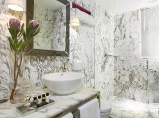 J Plus Hotel by YOO Hong Kong - Bathroom