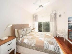 Noosa Apartments 22 Arakoon Crescent