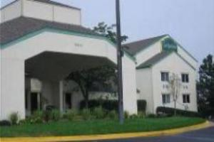 La Quinta Inn & Suites Overland Park Hotel