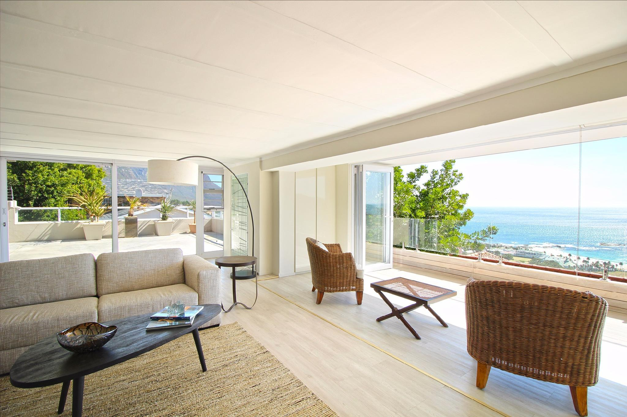 Camps Bay Apartment   Breathtaking Views + Pool