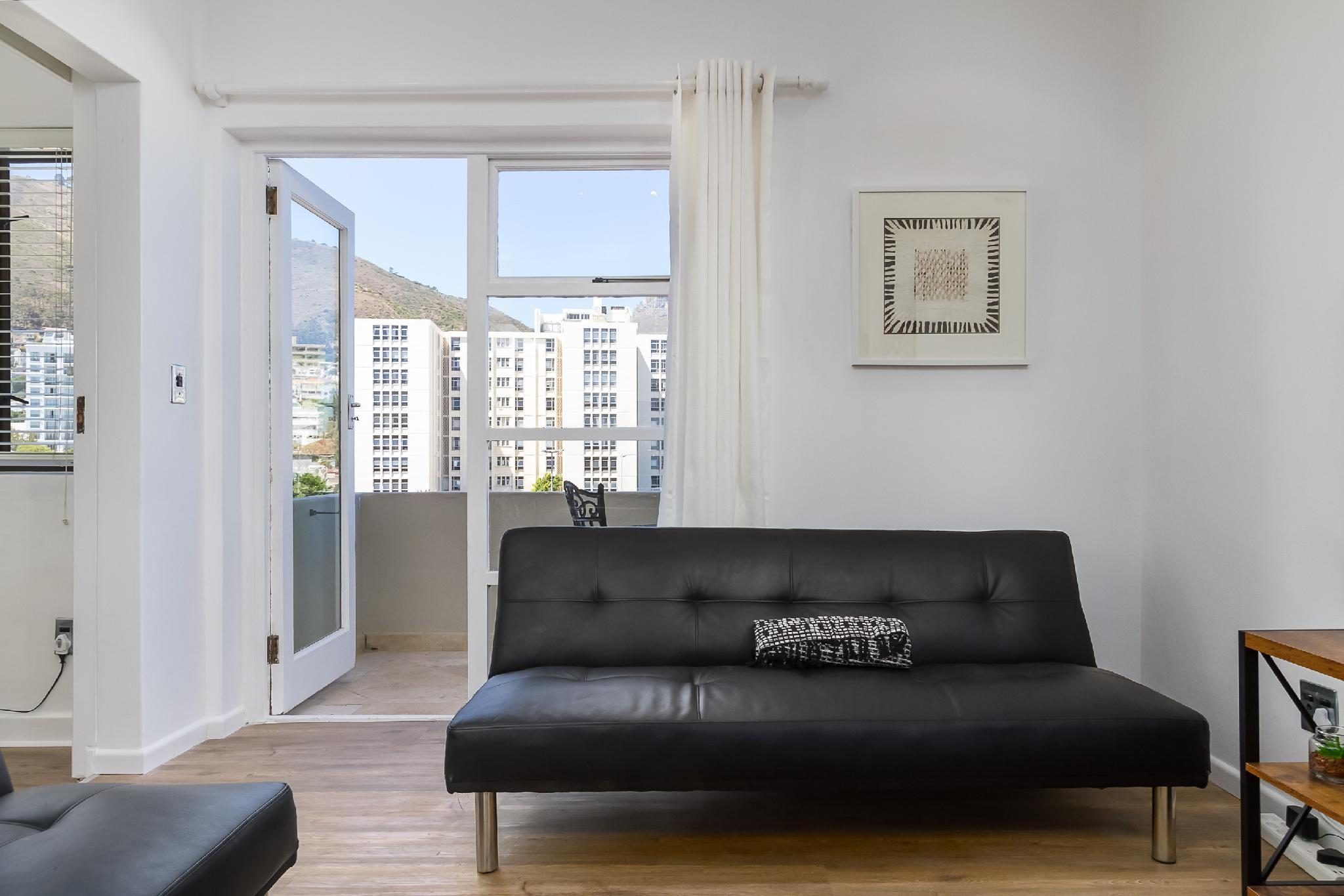 Modern 2 Bed  On The Promenade With Ocean Views