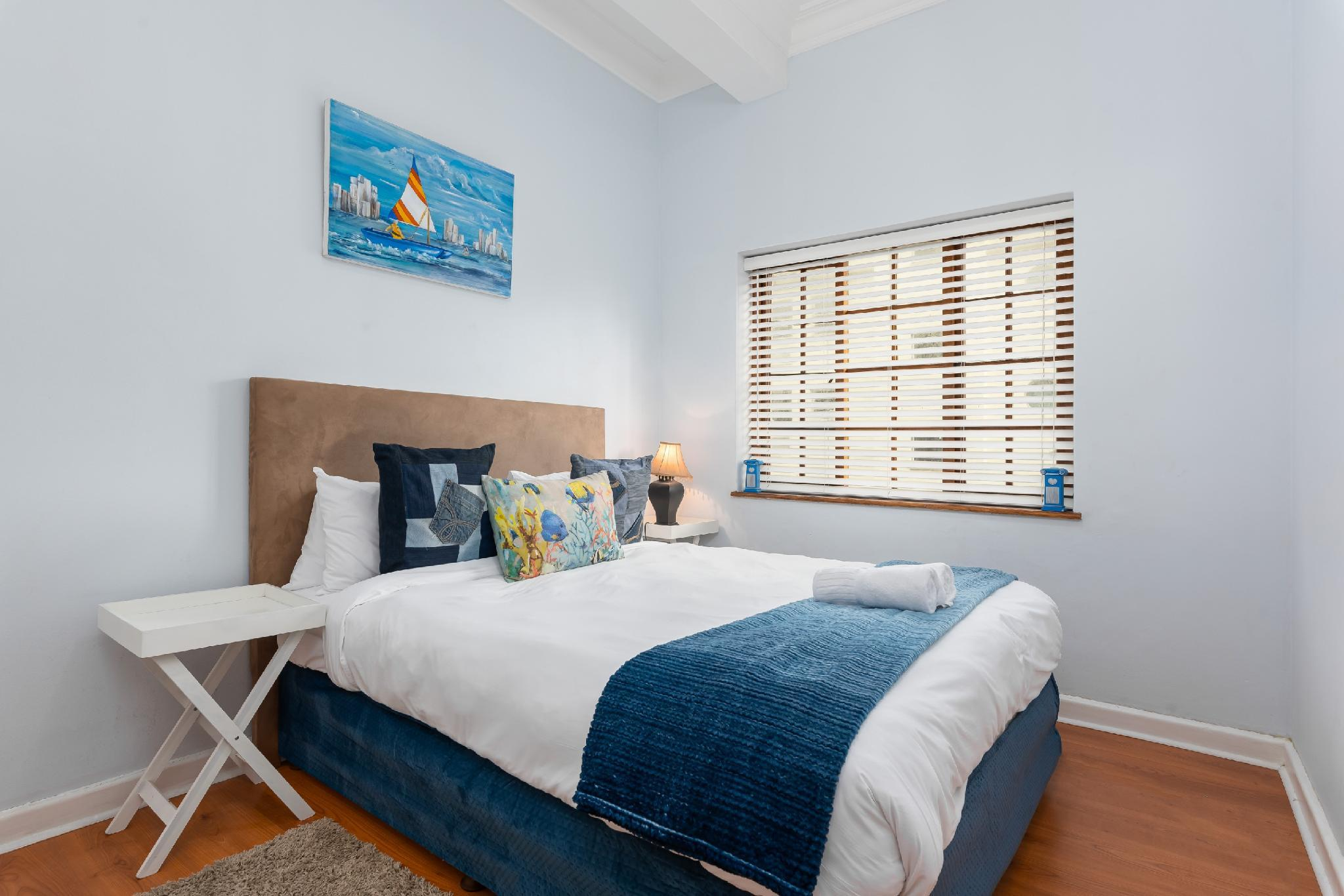Central 3 Bed In Victorian Block