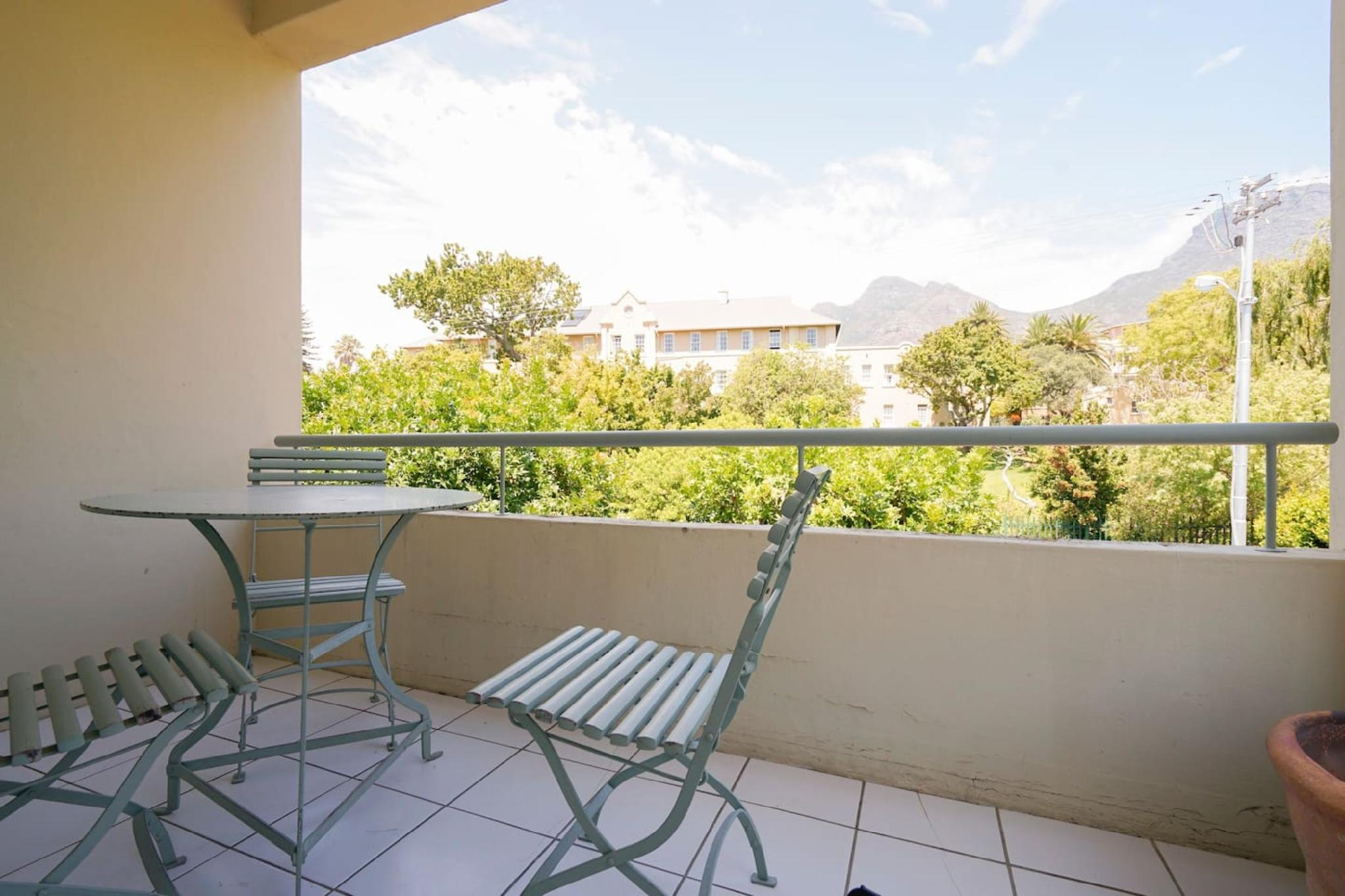 Lovely 2 Bedroom Apartment With Mountain Views