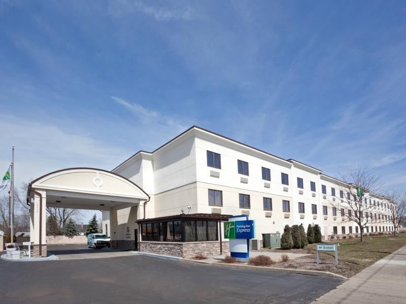 Holiday Inn Express Brookpark Cleveland Airport Hotel