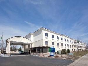 ホリデー イン エクスプレス ブルックパーク - クレーブランド エアポート ホテル (Holiday Inn Express Brookpark-Cleveland Airport Hotel)