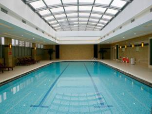 Jin Jiang Tower Hotel Shanghai - Swimming Pool
