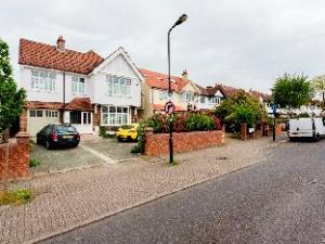 Veeve  5 Bed House On Woodbourne Avenue Streatham