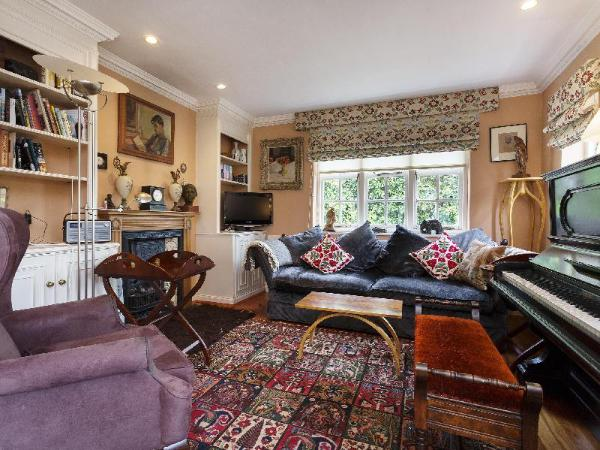 Veeve 3 Bed Cottage On Willifield Way Hampstead Garden Suburb London